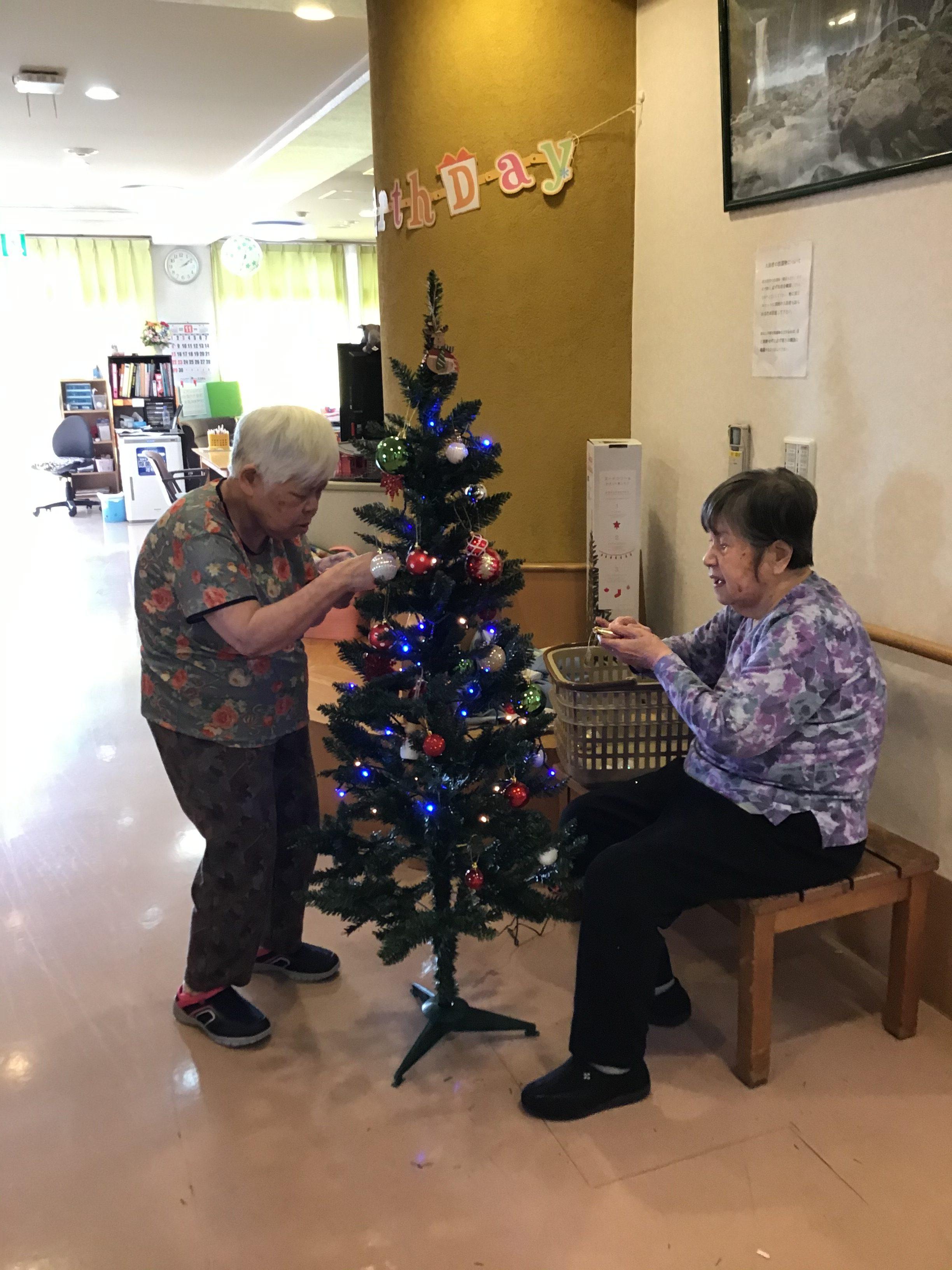 【南3丁目】クリスマスツリーの準備
